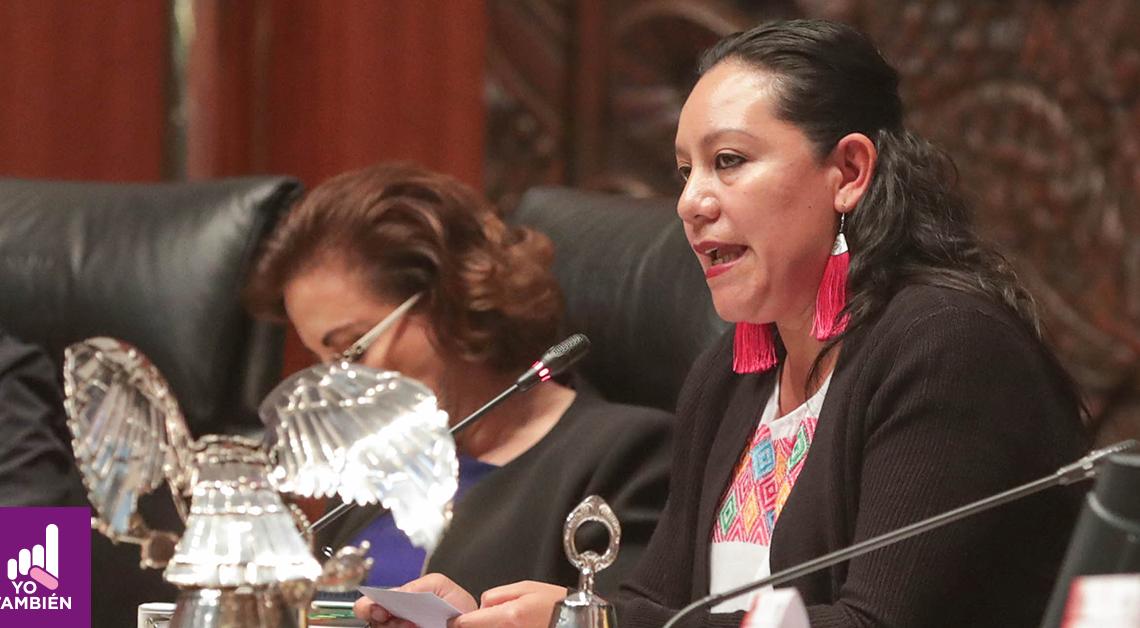 Fotografia de María Luisa Albores en el Senado