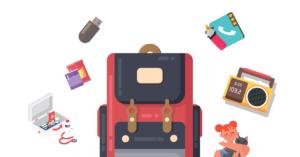 Ilustración de una mochila, junto a ella hay una libreta con el dibujo de un telefono en la portada, un encendedor, una radio, una u s b, un botiquín y unos enlatados de comida