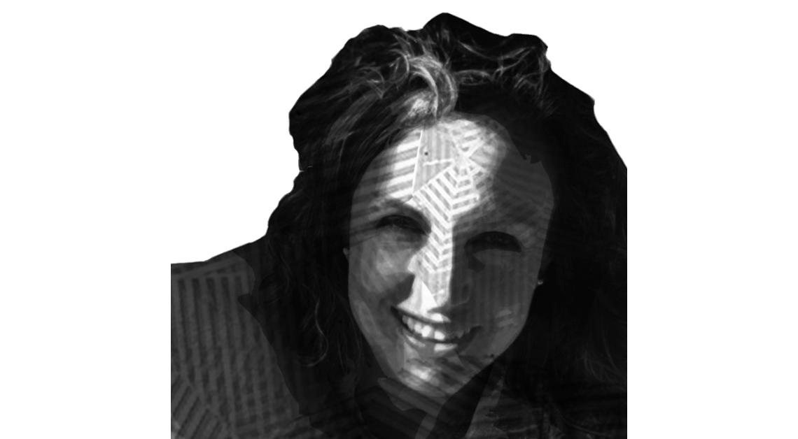 imagen en blanco y negro de una señora llamada Margarita Garmendia, una mujer de cabello oscuro, largo un poco ondulado, que se encuentra sonriendo frente a la cámara.