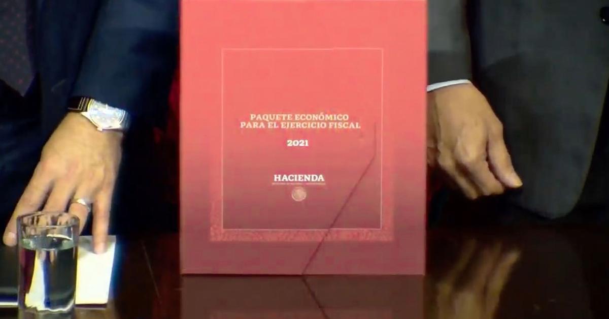Fotografia del paquete economico en una caja roja.