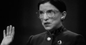 Imagen ilustrativa de Ruth tomando protesta.