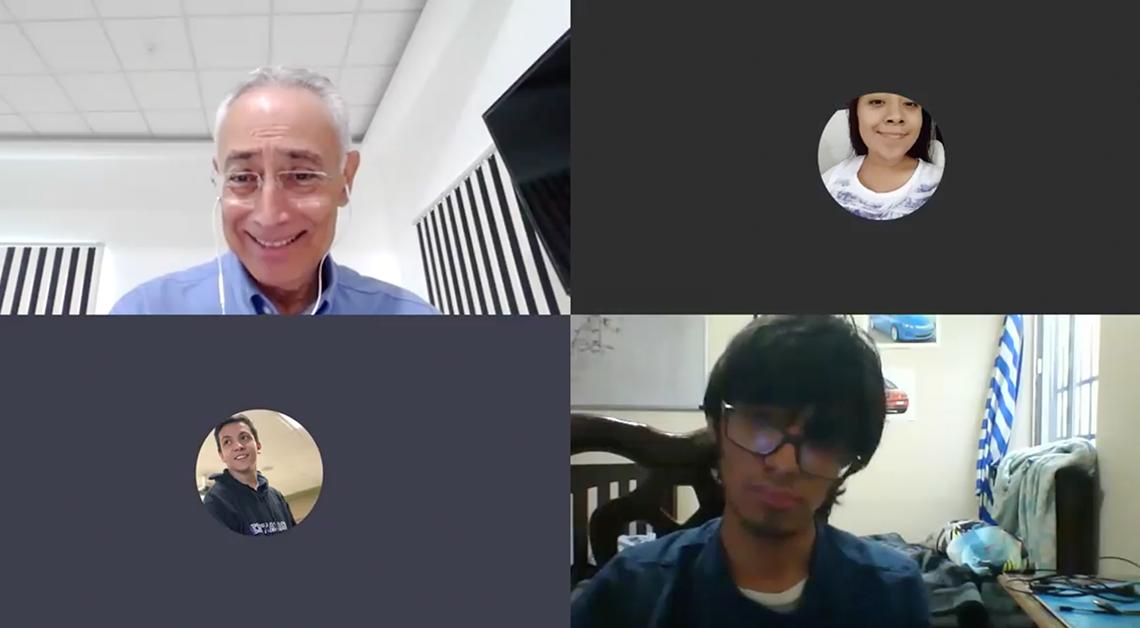 Fotografía de la pantalla de Teams donde se ve el rostro del profesor sonriendo.