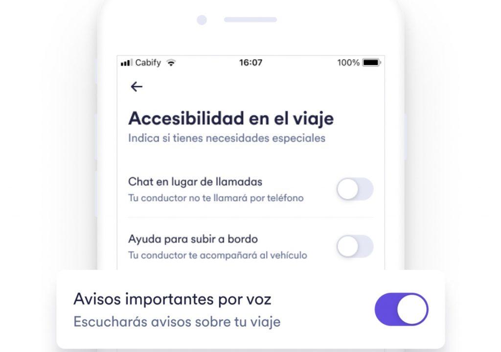 Imagen que muestra la manea en cómo pueden activarse los avisos importantes por voz, que aparecen en la categoría de Accesibilidad en el viaje.
