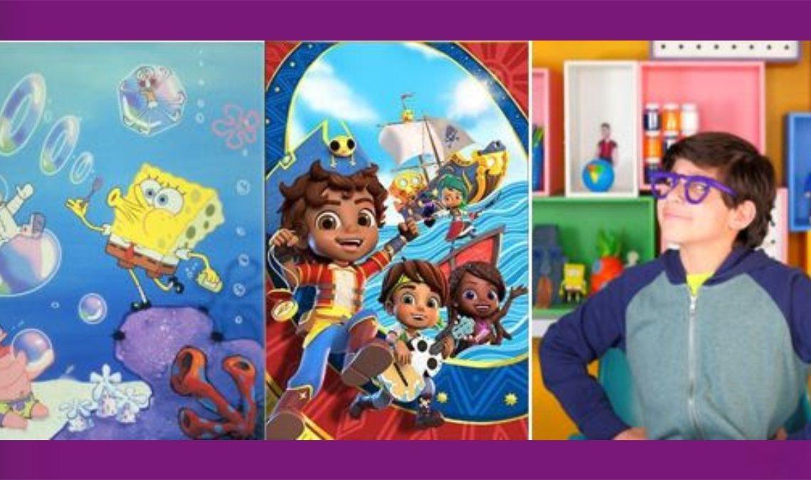 Imagen de tres de los personajes del especial de Nickelodeon que será presentado con elementos de accesibilidad. A la izquierda está Bob Esponja, un personaje animado, que es una esponja amarilla, de grandes ojos, que usa pantalón corto color café, una camisa blanca y corbata roja. Está parado sobre una roca marina, porque vive en el fondo de mar, rodeado de burbujas que está haciendo con un aditamento para hacer pompas de jabón. A su izquierda está Patricio, una estrella de mar color rosa, que atrapa una de las burbujas. Le sigue la imagen de Santiago de los Mares, un niño vestido con su traje de capitán de embarcación, con pantalón azul, camisa blanca y una especie de casaca roja con rayas muy delgadas amarillas. Su sombrero es azul. Santiago tiene el cabello rizado y la piel morena; a su lado están dos de sus amigos, de los que se ve el rostro, muy semejante al de Santiago. Y atrás, en el mar, una carabela. Finalmente, a la derecha está Josué Benjamín, un niño de unos 10 años, con las manos en la cintura. Él niño usa una chamarra gris con mangas azul oscuro, usa lentes de pasta color morado y su rostro está girado, y se aprecia como en posición de tres cuartos. Tiene el cabello oscuro y un poco largo, y la tez blanca. Atrás de él se aprecia una especie de juguetero, creado con una especie de cajas de colores, donde están colocadas algunos de sus personajes favoritos.