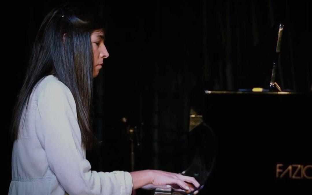 Marcela Bastida, la artista que transgredió a la ceguera con notas musicales
